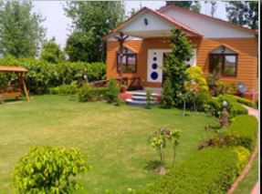 Green Beauty Farm House Image
