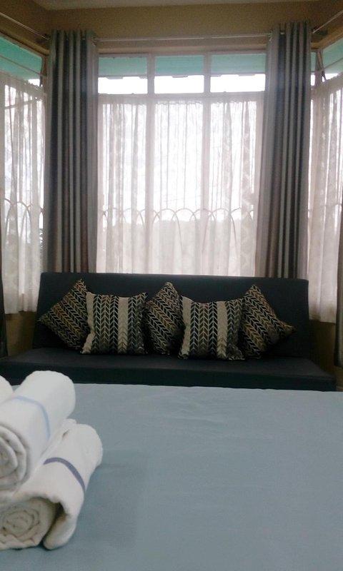 Risa Maria Service Apartment + Kitchen Image